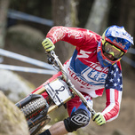 Aaron Gwin Downhill Weltcup Lourdes 2015.