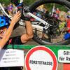 Zum News-Artikel Trutzaktion am Muckenkogel: 52 Mountainbiker schieben/tragen ihr Fahrrad